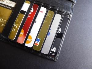 Výběry z bankomatu u obou typů karet