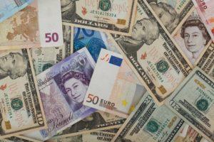 Kolik stojí běžné účty v cizích měnách?