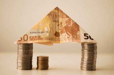 Jak banky motivují klienty splácet hypotéku právě u nich?