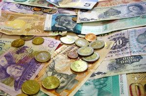 Jednotlivé banky se ale dosti odlišují v nabídce účtů v cizích měnách. Rozdíly jsou jak v možnosti kombinování měn na účtech, tak i v poplatcích