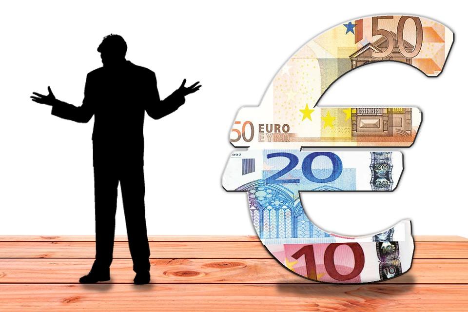 Úvěr je typicky finanční produkt a podobně jako zápůjčka jde o formu postoupení finančních prostředků se zaplacením úroku a to ještě v průběhu doby splatnosti nebo až po jejím uplynutí. Funkcí úvěru je přerozdělování volných finančních prostředků.