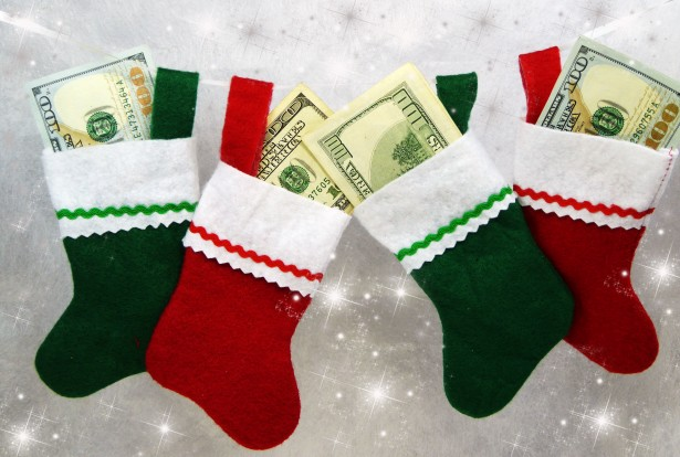 Nebankovních půjček je na českém trhu obrovské množství, ovšem na vánoční dárky se hodí malé mikropůjčky s rozumným úročením. Navíc nový klient má možnost získat první půjčku zcela zdarma.