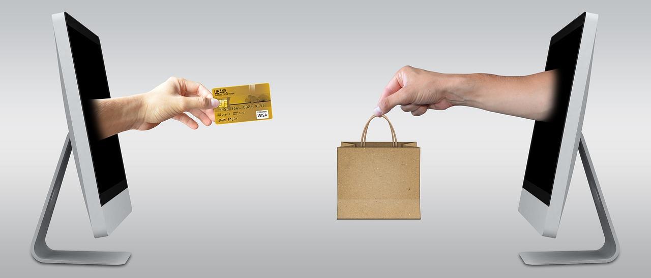 8da671ee998 Nakupovat online přes různé internetové obchody je čím dál populárnější a  to z celé řady důvodů – např. díky širšímu výběru zboží